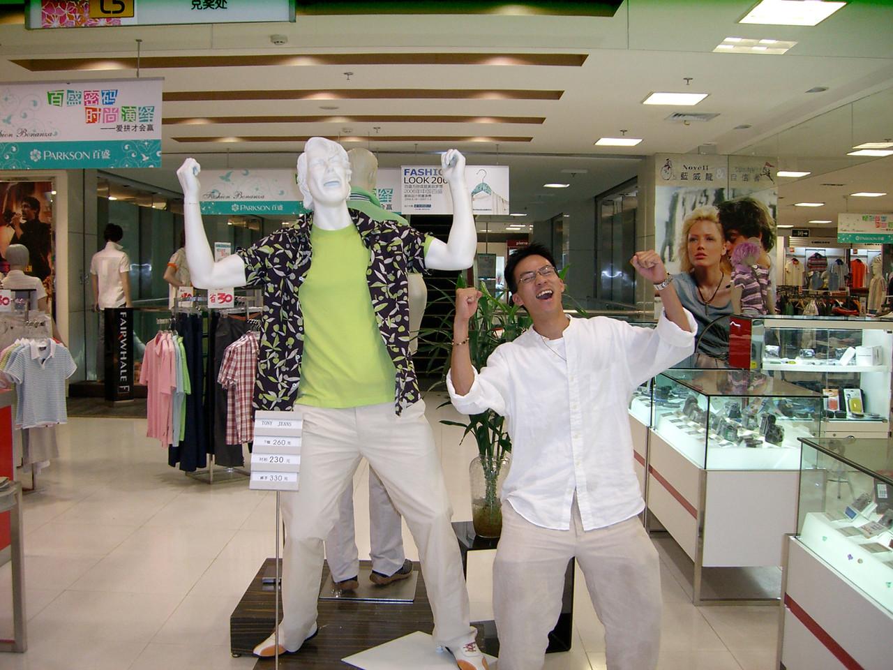 2006 07 14 Fri - Models Mannequin & Ben Yu