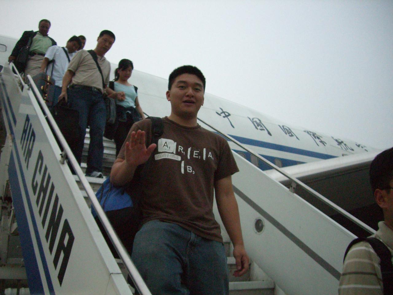 2006 07 13 Thu - Dan Tung deplaning