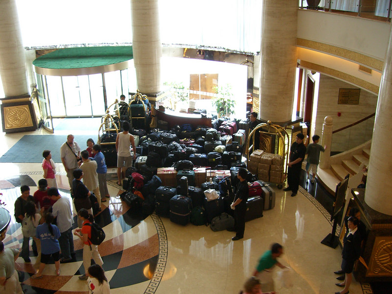 2006 07 16 Sun - Yong Jiang Hotel - Luggage leaving for Du An