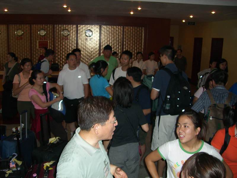 2006 07 16 Sun - Arrival at Du An Hotel - Baxon & Shinae Kim