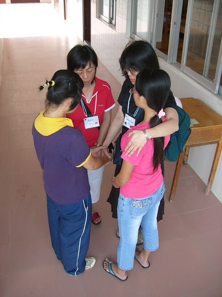 2006 07 23 Sun - Er Gao Sunday Cultural Service - Agnes Ting & Gloria Yuen pray for 2 students