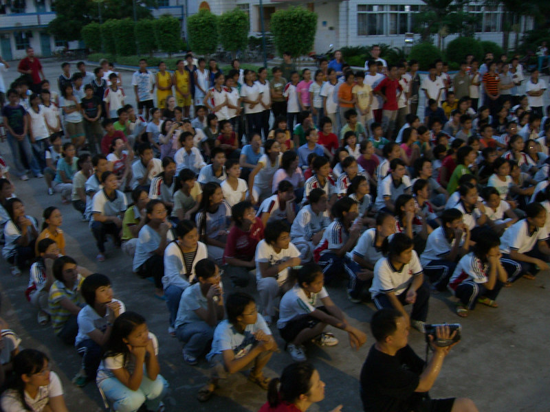 2006 07 19 Wed - King of Hearts drama - the student audience
