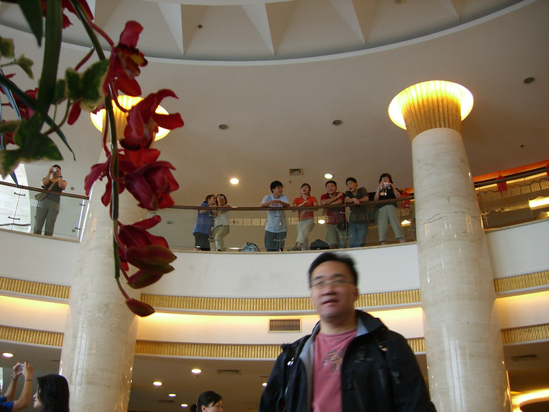 2006 07 16 Sun - Yong Jiang Hotel - CCSV kids & Paul Lee leaving for Du An