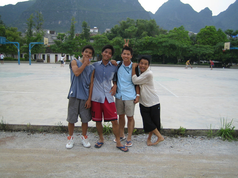 2006 07 26 Wed - Nhat Huynh with boys @ Er Gao