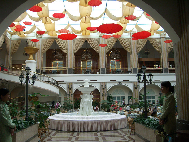 2006 07 13 Thu - Yong Jiang Hotel Dining room ceiling