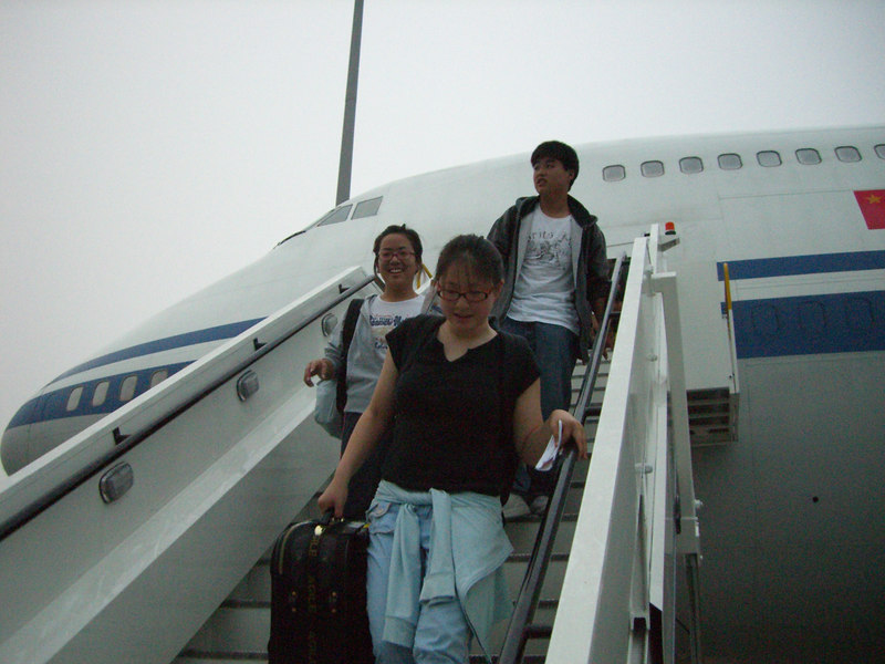 2006 07 13 Thu - Angela Hsu, Shinae Kim, & Isaac Choi coming deplaning