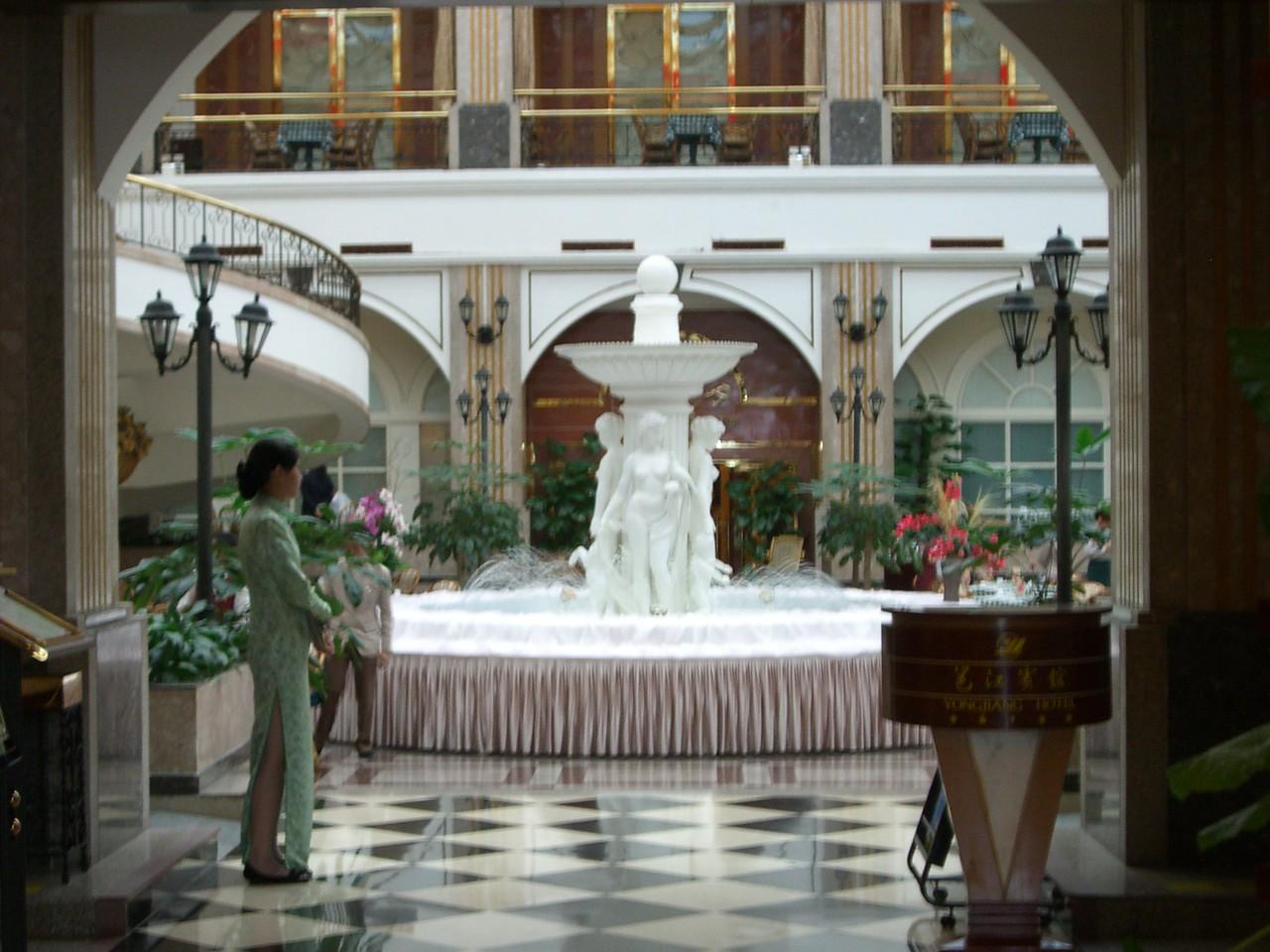 2006 07 13 Thu - Yong Jiang Hotel dining room fountain