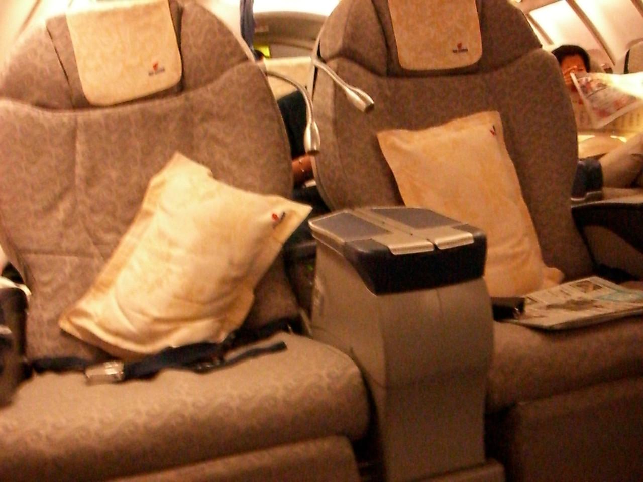 2006 07 13 Thu - Int'l Business Class recliners