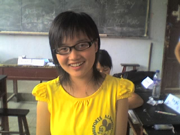 2006 08 06 Sun - Girl from another class wearing John's glasses