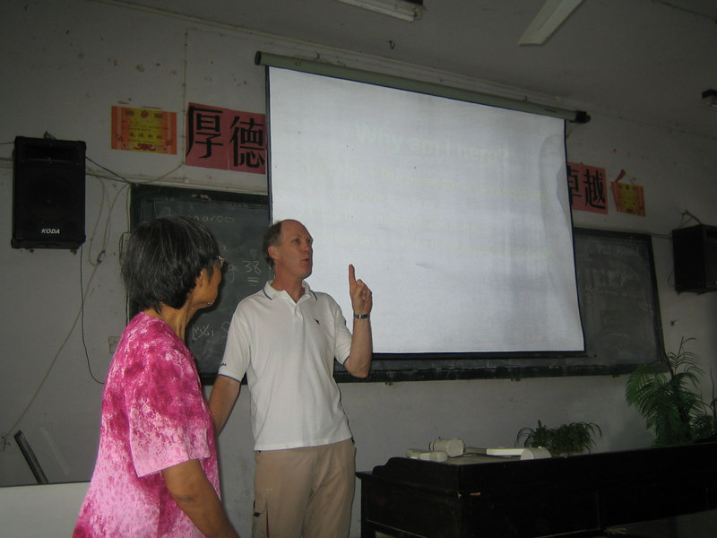 2006 08 02 Wed - Phil Arnold giving multimedia session on life purpose with Lai-Yee Hom translating