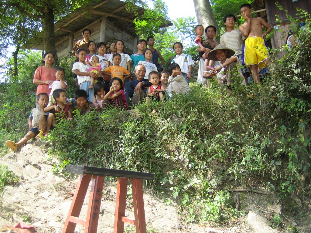 2006 07 30 Sun - Miao village - Amazed onlookers