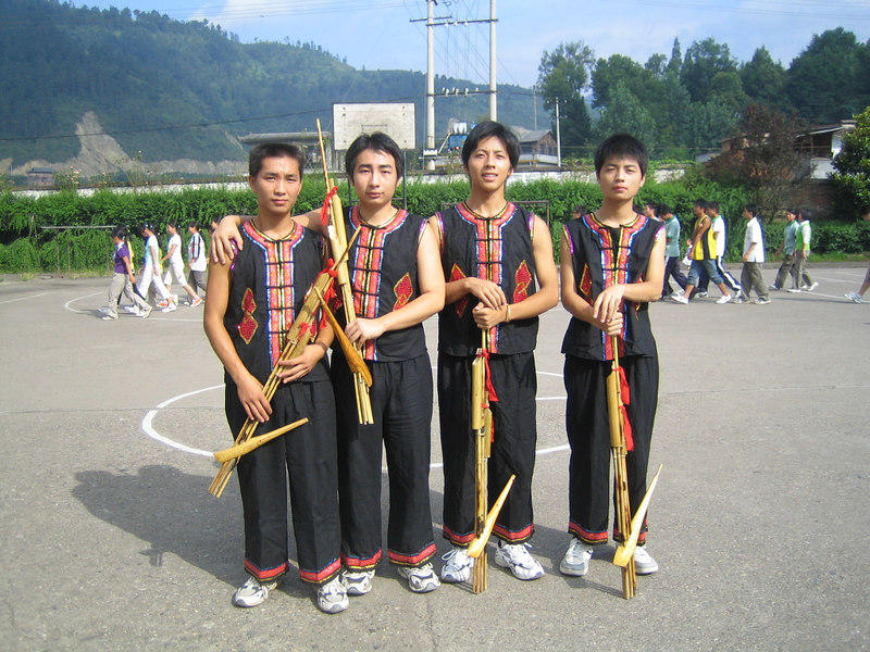 2006 07 31 Mon - Jian He high school traditional Miao people's welcome ceremony - Miao flute players