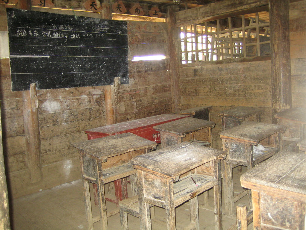 2006 07 30 Sun - Miao village - Old schoolhouse classroom - with flash