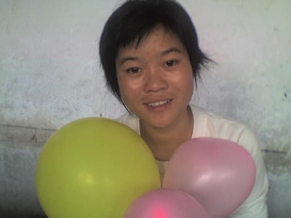 2006 08 08 Tue - Last class hangout - Elena & balloons 2