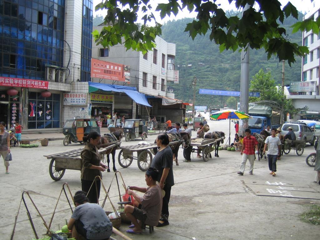 2006 07 30 Sun - Main market intersection of old Jian He 2