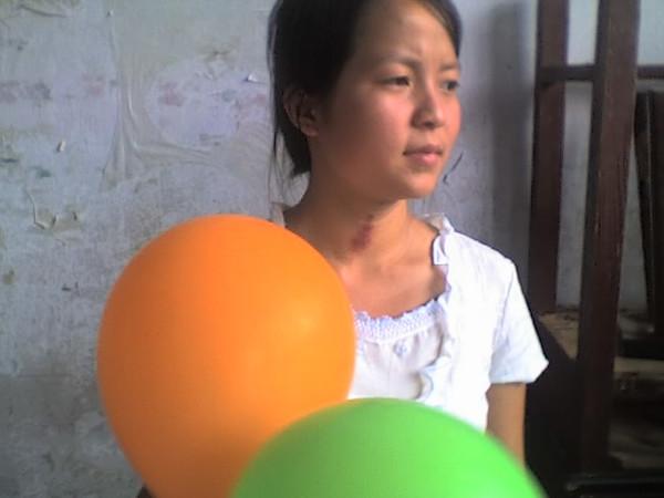 2006 08 08 Tue - Last class hangout - Lisa & balloons 2