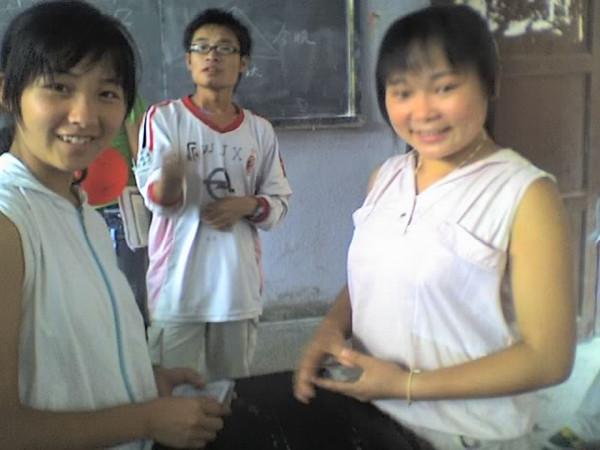 2006 08 08 Tue - Last class hangout - Melody, John, & Kelly