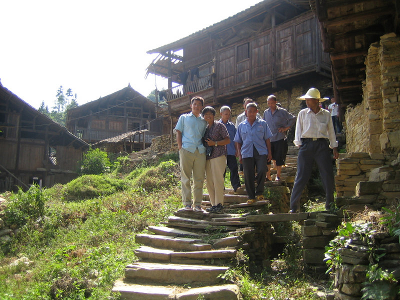 2006 07 30 Sun - Miao village - Nhat Huynh & Lai-Yee Hom and village people