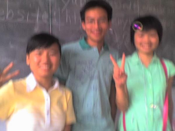 2006 08 08 Tue - Last class hangout - Leslie, Ben Yu, & Lois