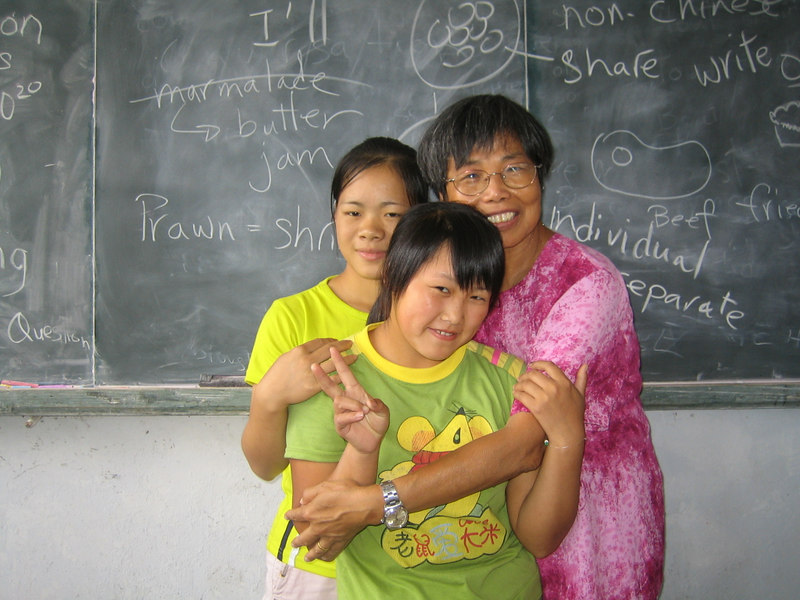 2006 08 02 Wed - Lai-Yee Hom with 2 of her students