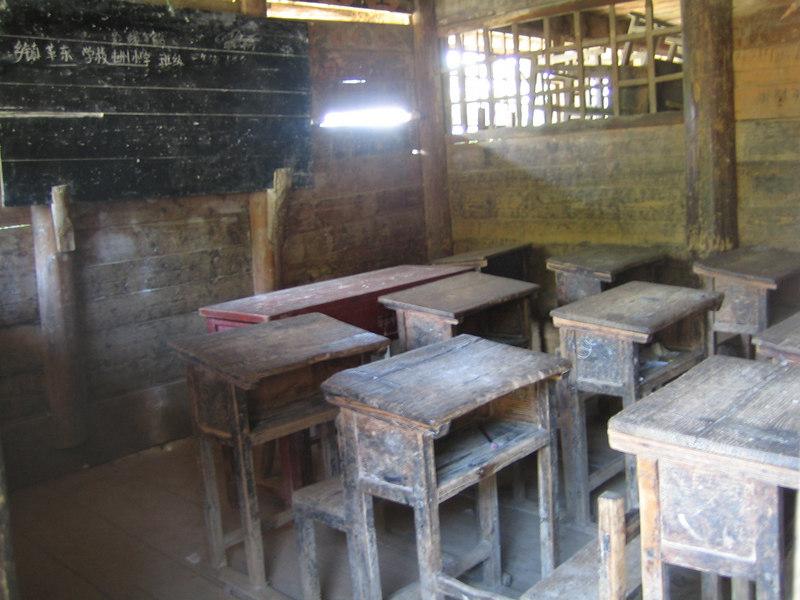2006 07 30 Sun - Miao village - Old schoolhouse classroom