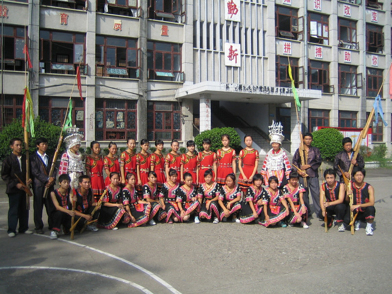 2006 07 31 Mon - Jian He high school traditional Miao people's welcome ceremony - group picture 2