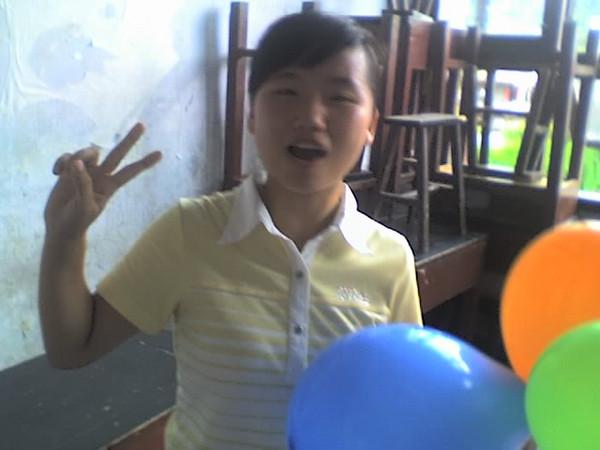 2006 08 08 Tue - Last class hangout - Leslie & balloons