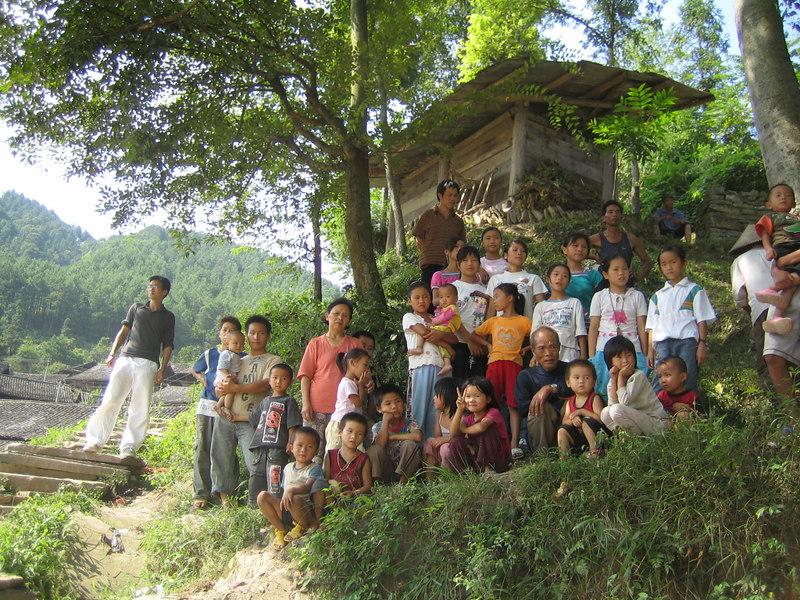 2006 07 30 Sun - Miao village - Ben Yu & villagers