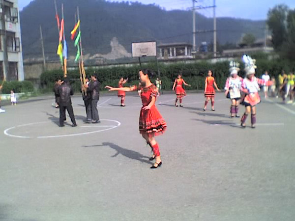 2006 07 31 Mon - Jian He high school traditional Miao people's welcome ceremony 12