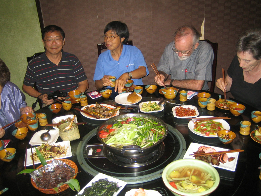 2006 07 29 Sat - Dinner with religious affairs official @ restaurant in Kaili - Joe Ong, Lai-Yee, Grenen & Silver Thomas