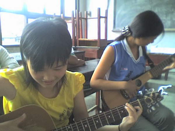 2006 08 06 Sun - 2 girls from another class playing my guitars