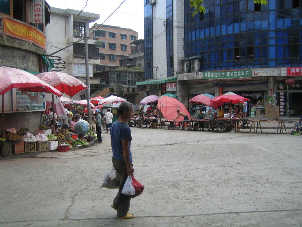 2006 07 30 Sun - Main market intersection of old Jian He 1