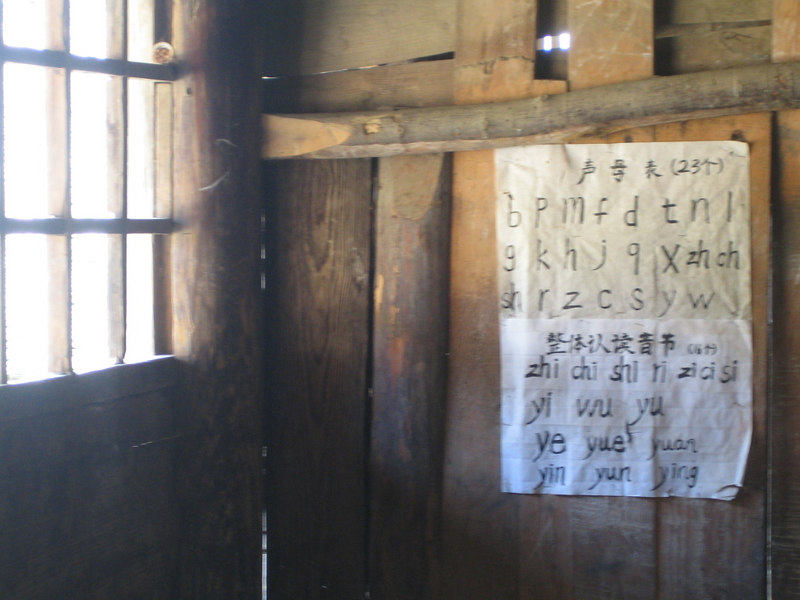 2006 07 30 Sun - Miao village - Old schoolhouse - Romanized bo po mo fo lesson