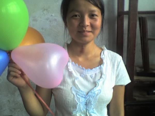 2006 08 08 Tue - Last class hangout - Lisa & balloons 1