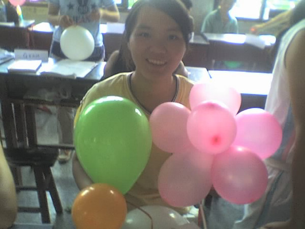 2006 08 08 Tue - Last class hangout - Amy & balloons 2