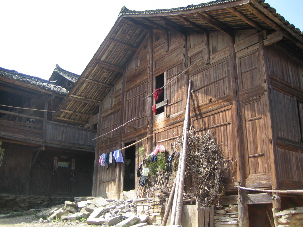 2006 07 30 Sun - Miao village - House architecture