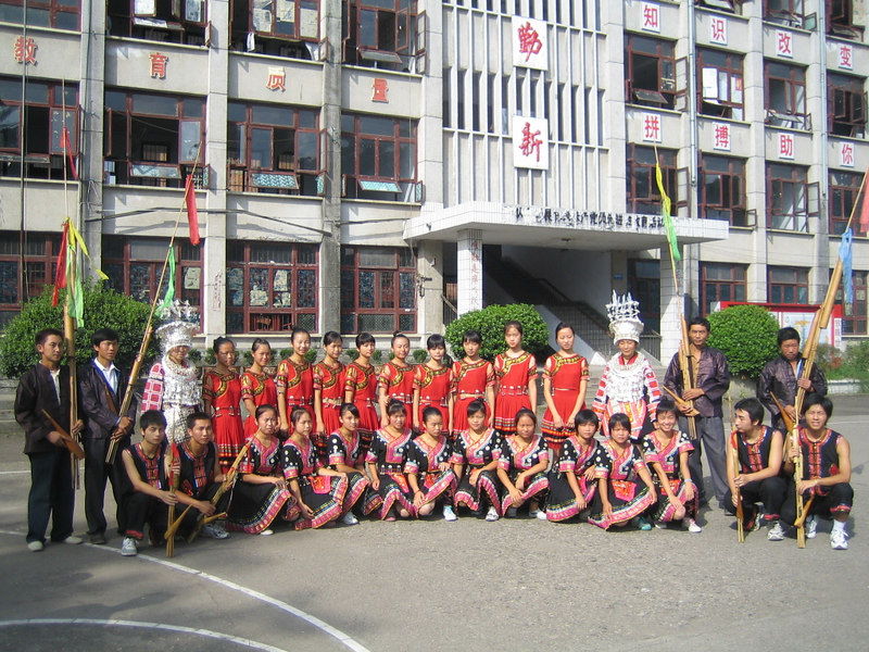 2006 07 31 Mon - Jian He high school traditional Miao people's welcome ceremony - group picture 1