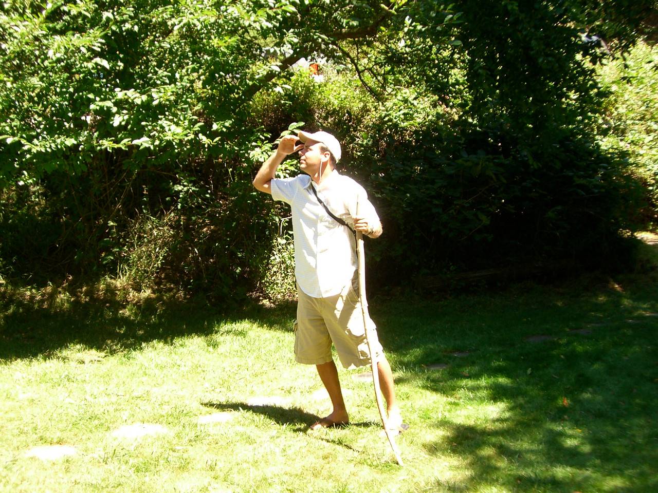 2006 07 08 Sat - Expeditionary Hoomes surveys the land 2