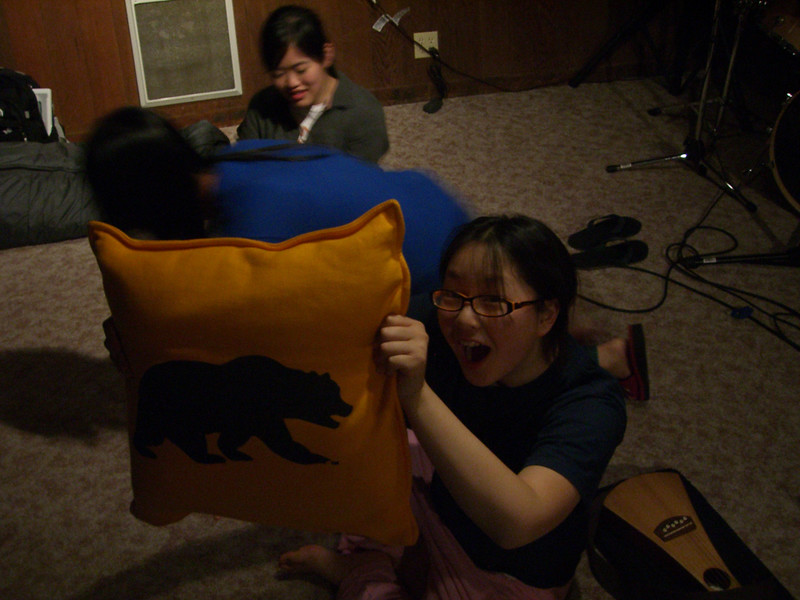 2006 07 07 Fri - Angela Hsu & Cal pillow
