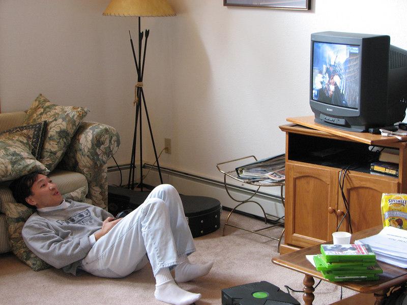 2006 12 23 Sat - Kai playing Halo