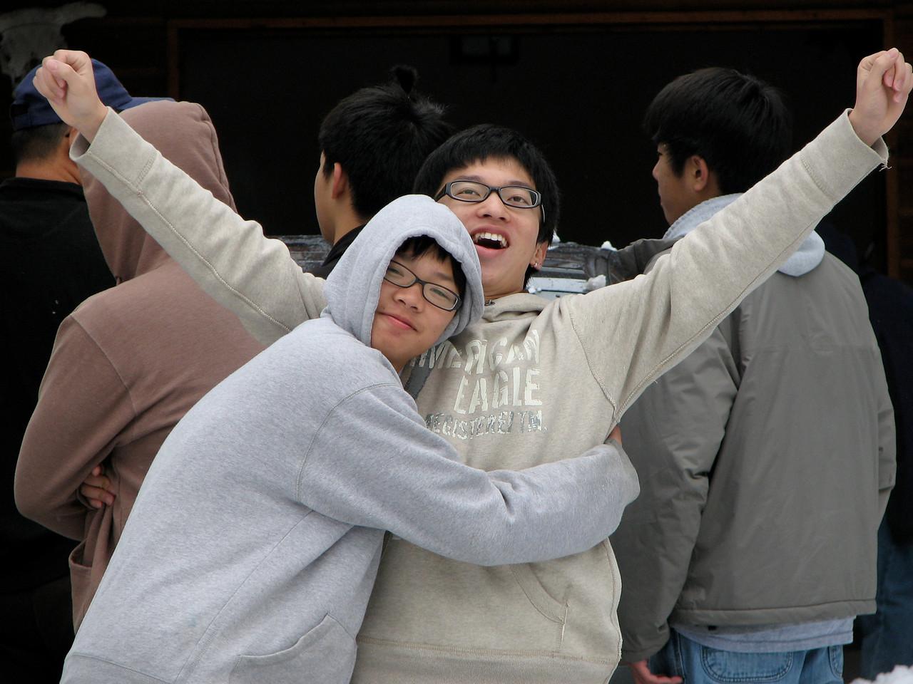2006 12 23 Sat - Jeremy Hsu & Jimmy Lee so happy together