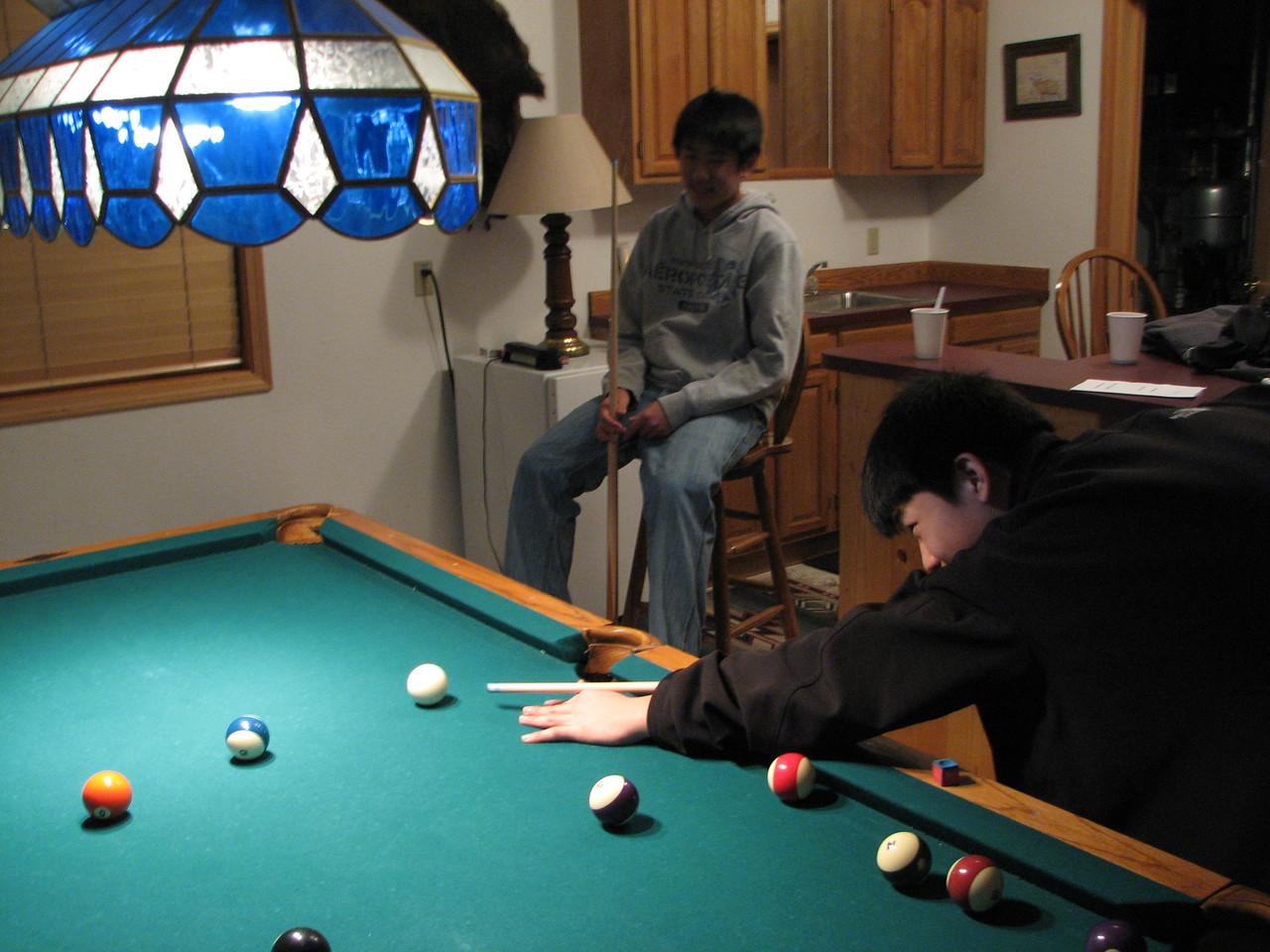 2006 12 21 Thu - Paul Kang & Jay Lee playing pool