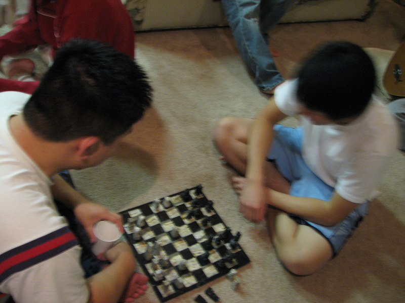 2006 12 22 Fri - Dan Tung & Mark Choi playing chess