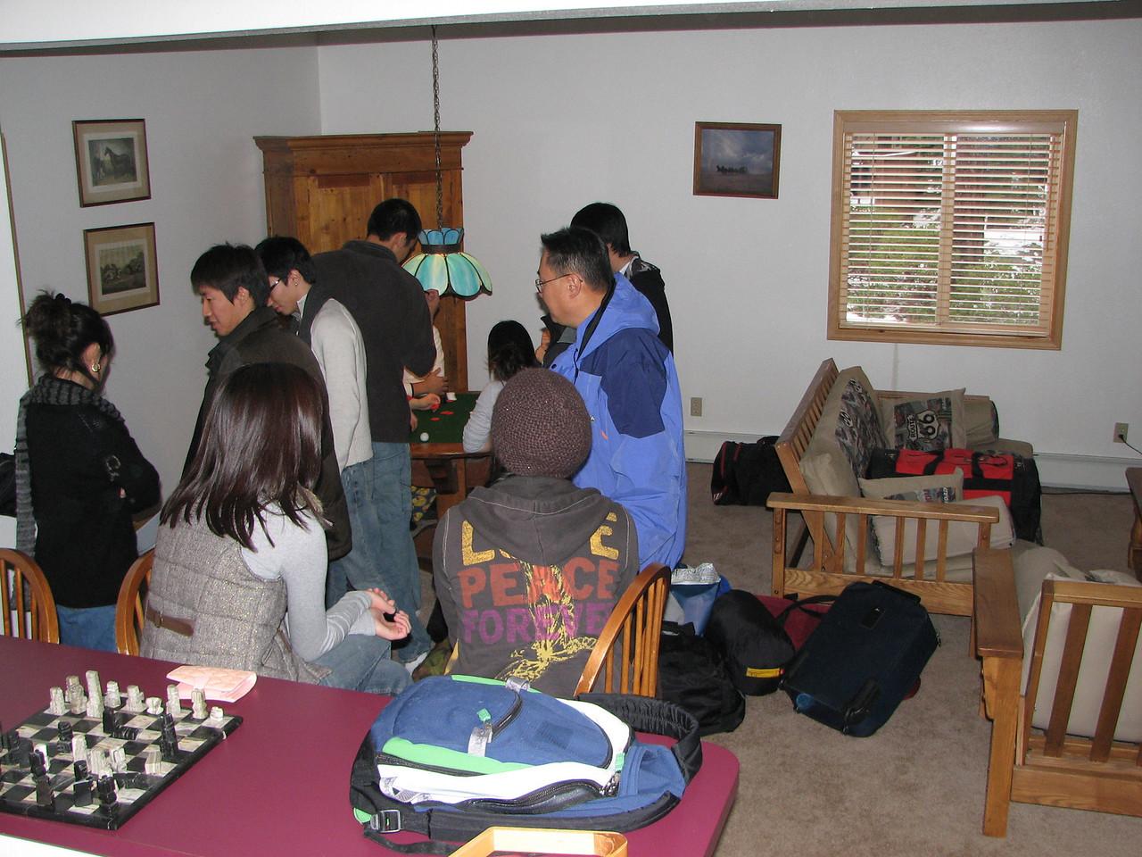 2006 12 20 Wed - YG kids gamble as parents look on