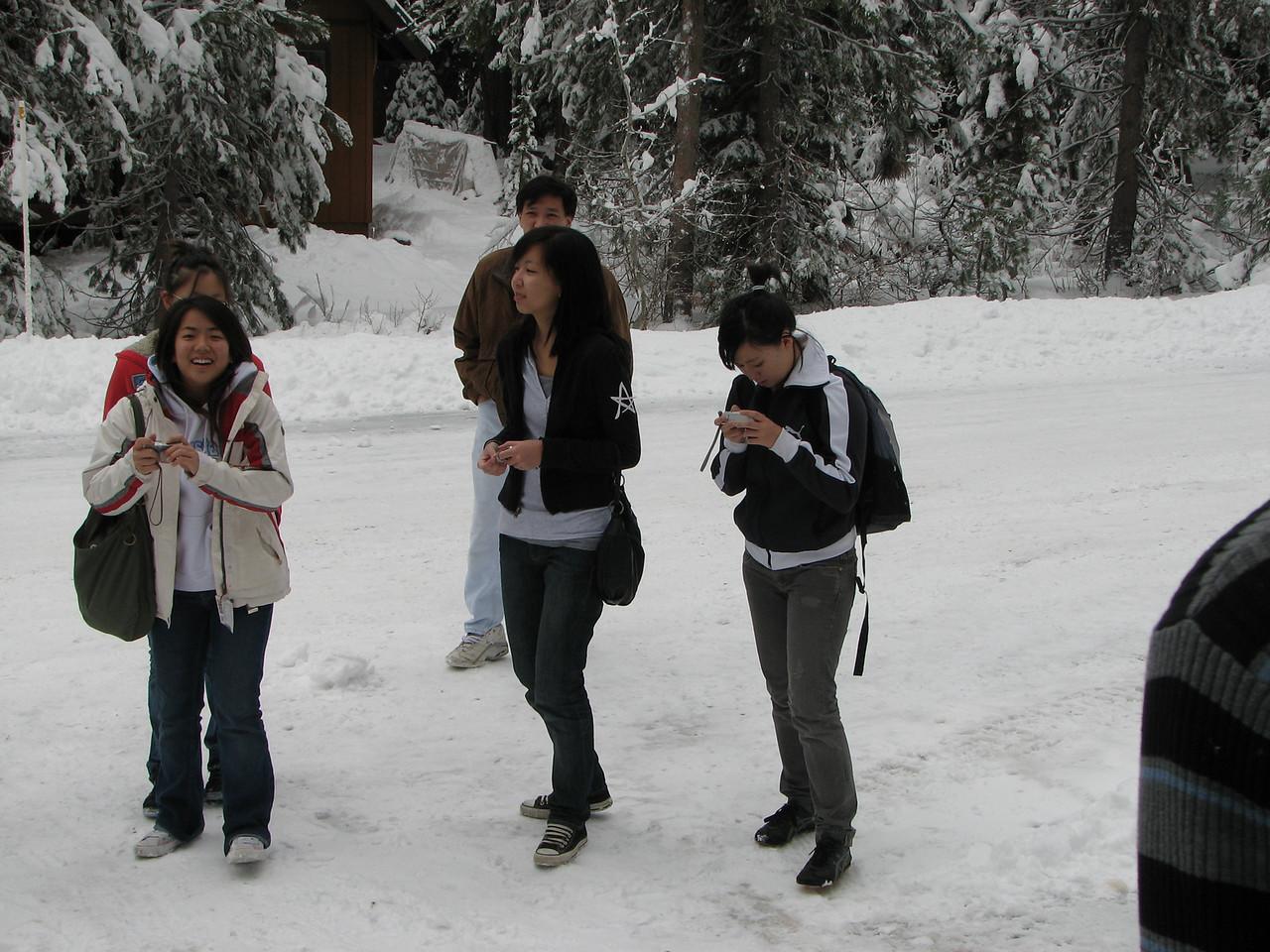 2006 12 23 Sat - Angela Hsu, Shinae Kim, Kai, Liz Lee, & Stacy Lee outside