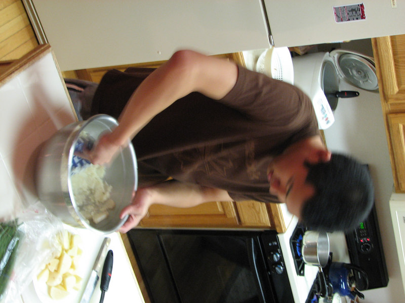 2006 12 22 Fri - Doug Kang making mashed potatoes