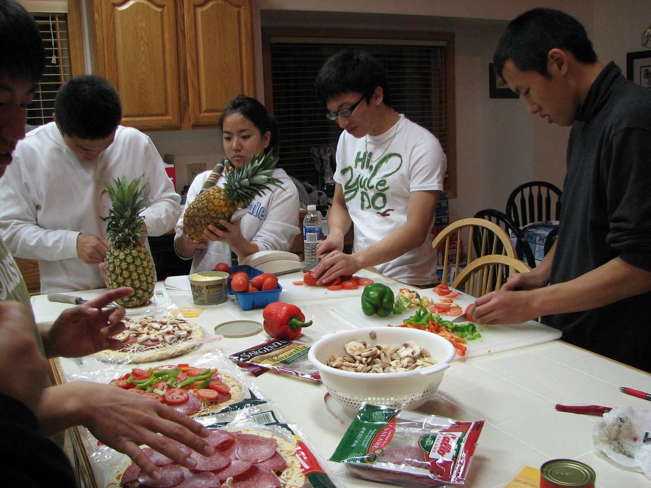 2006 12 21 Thu - Ted Hong, Shinae Kim, Jimmy Lee, & Doug Kang preparing pizzas