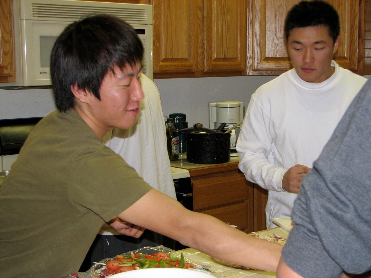 2006 12 21 Thu - Junghan Kim & Ted Hong preparing pizzas