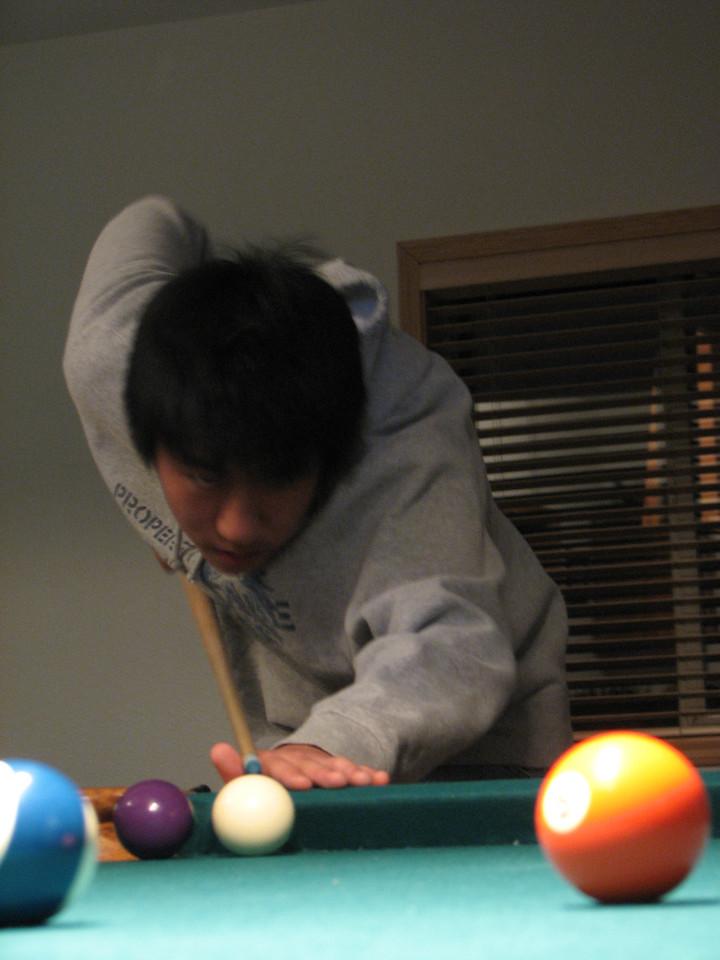 2006 12 21 Thu - Paul Kang sets up his shot
