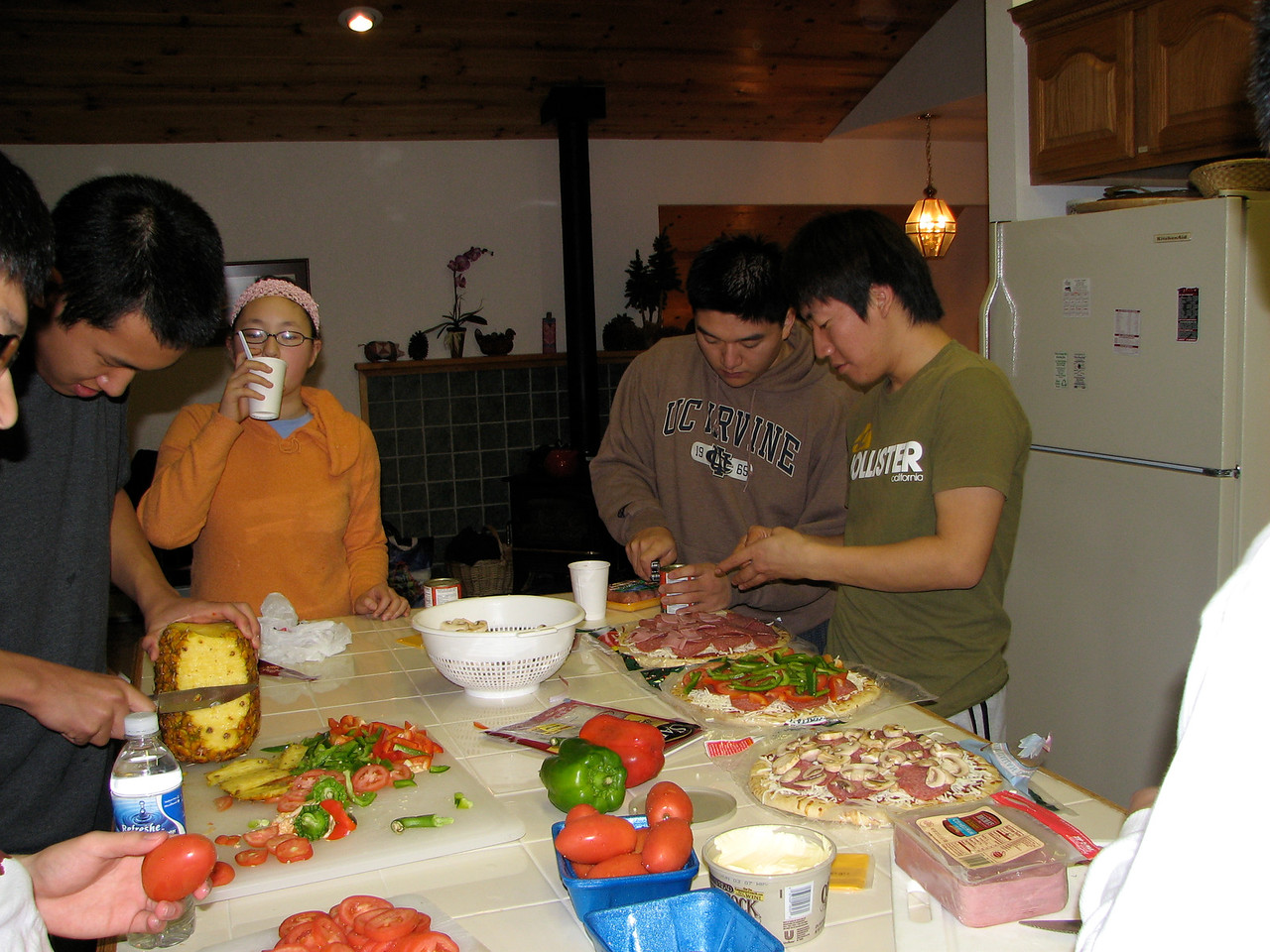 2006 12 21 Thu - Doug Kang, Angela Hsu, Dan Tung, & Junghan Kim preparing pizzas